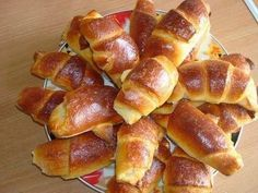 It is a simple recipe for bagels. Butter dough is obtained and, most importantly, do not wait until it is suitable, immediately after mixing, you can start Dog Cake Recipes, Cookie Recipes, Baking Recipes, Cake Flour Recipe, Good Food, Yummy Food, Dog Cakes, Romanian Food, English Food