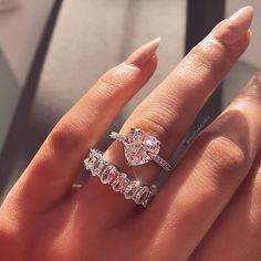 Black Diamond Engagement Ring Set Rose Gold Leaf Engagement Rings Three Diamond Stone Ring with Matching Band - Fine Jewelry Ideas Engagement Ring Settings, Diamond Engagement Rings, Wedding Engagement, Heart Shaped Engagement Rings, Cute Jewelry, Jewelry Accessories, Gold Jewelry, Bridal Rings, Wedding Rings