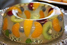 Healthy Fruit Jello made with one box of lemon Jello, and fruit. Jello Recipes, Köstliche Desserts, Mexican Food Recipes, Sweet Recipes, Delicious Desserts, Dessert Recipes, Yummy Food, Jello With Fruit, Fresh Fruit