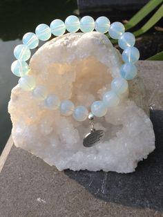 Armband vrouw/meisje in halfedelsteen opaal kleur wit met lichtblauwe schijn…