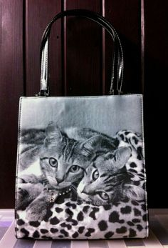 With Diamanté Necklace and red stone. This beautiful bag is in excellent new condition. Leopard Kitten, Pink Leopard Print, Beautiful Handbags, Beautiful Bags, Crossbody Tote, Leather Crossbody, Cat S, Rucksack Bag, Black Leather Bags