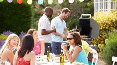 Bra tips när du planerar en grillfest. Roliga festlekar till grillfesten. Tips på mat att bjuda på och gratis inbjudningar att skriva ut.