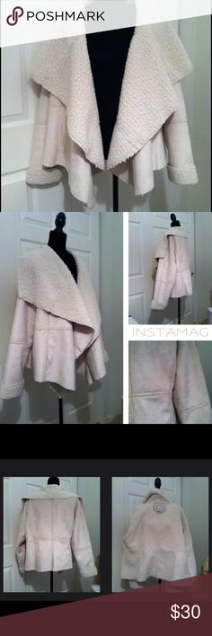 """Jessica London Faux Suede/Shearling Waterfall Jkt Super excellent condition – only worn a few times.  Absolutely no flaws. The fit is very loose and forgiving.  I wear a 16-18 in tops, and this still fits me fine.  I'd say anyone from a 16-22 could probably wear this.  The entire coat, including sleeves, is lined with the """"shearling"""" so very warm; has pockets on each side.  The faux suede is a beautiful cream/natural color.  It has a waterfall type collar; it really is a stunning coat…"""