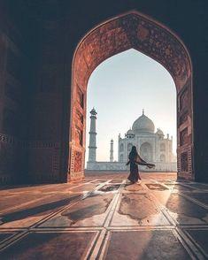 Sunrise at the Taj Mahal in India via Mecca Wallpaper, Islamic Wallpaper, Islamic Images, Islamic Pictures, Taj Mahal, Amazing Photography, Nature Photography, Travel Photography, Photography Guide