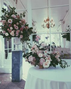 Moments  #blushwedding #blushpink #rosequartz #dutchmasters #blackflowers #wedding #weddinginspiration #weddingplanning #weddingflowers #weddingflorist #floristry #floralfix #flowersofinstagram #flowerstagram #fotd #dsfloral #underthefloralspell #orangery #gardenrose #japaneseanemone