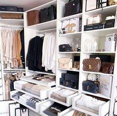 Closet feminino: 60 propostas para organizar as roupas com estilo - Stylish clothes Closet Walk-in, Closet Bedroom, Closet Ideas, Master Bedroom, Modern Bedroom, Closet Small, White Closet, Master Closet, Bedroom Art