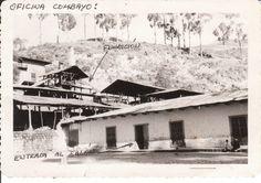 Cuartos de la hacienda de Combayo y al fondo los edificios de la que fue Oficina Metalúrgica, donde se llegó a fundir minerales de cobre.