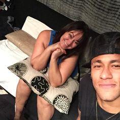 Neymar & his mother Nadine :) Neymar Jr, Paris Saint Germain Fc, Fc B, National Football Teams, Shakira, Bellisima, Cute, Plays, Saints