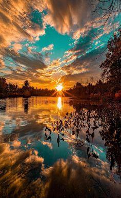 a beautiful sunset. What a beautiful sunset.What a beautiful sunset. Beautiful Sky, Beautiful Landscapes, Beautiful Nature Images, Best Nature Photos, Pics Of Nature, Beautiful Scenery Wallpaper, Beautiful Sunset Pictures, Dream Images, What A Beautiful World