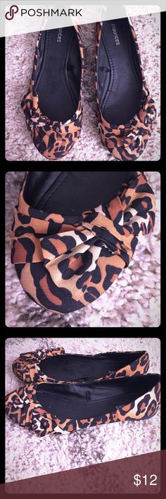 Leopard Print Flats 🐯 LIKE NEW The adorable leopard print flats are perfect for a day in the office or a night on the town. Only worn a few times! Size 10. Brand: Maurices 🐯💋 Maurices Shoes Flats & Loafers