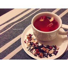 昨日からホームステイのお客様。 と言っても、お仕事ですが。 お土産に紅茶を頂きました。 まさかのアメリカ人から紅茶のお土産。 コーヒー文化のアメリカで流行りかけてる紅茶らしいですー。 茶葉よりドライフルーツのフレーバーの方が多いー。 - 109件のもぐもぐ - TEAVANA VouthBerry by seaonmama