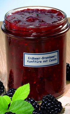 Erdbeer-Brombeer-Konfitüre mit Cassis Strawberry Blackberry Jam with Cassis Recipe Healthy Eating Tips, Healthy Nutrition, Healthy Smoothies, Smoothie Recipes, Cassis Recipe, Sauces, Coconut Milk Smoothie, Nutritional Yeast Recipes, Food Test
