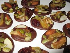 Mendiants Healthy Christmas Cookies, Biscotti, Food And Drink, Cooking Recipes, Yummy Food, Sweets, Fruit, Vegetables, Dates