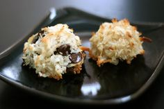 Martha Stewart's Coconut Macaroons - best recipe using unsweetened coconut **** ADD 1 extra egg white! Bite Size Desserts, Just Desserts, Dessert Recipes, Yummy Recipes, Healthy Recipes, Healthy Sweets, Healthy Snacks, Chocolate Coconut Macaroons, Sugar Free Baking
