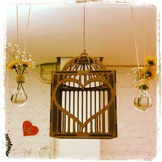Linda gaiola decorativa com porta de Coração Aberto. Em MDF natural. Consulte outras opções de acabamento.