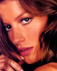 WEBSTA @ supermodelgisele - Campaigns 2002 👗@gisele for @CEA_Brasil 2002#gisele #giselebündchen #giselebundchen #fashion #model #models #modeling #supermodel #queen #fashionicon #brazil #brazilian #victoriassecret #vsmodel #vsangel #highfashion #beauty #adcampaign #campaign #fashionqueen #hair #makeup #pretty #beautiful #ceabrasil #canda #face #gorgeous