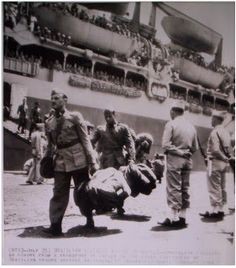 Brazilian soldiers part o FEB (Brazilian Expeditionary Force) arriving in Italy.