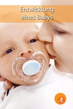 Die Entwicklung Ihres Babys im ersten Lebensjahr geht rasant voran. Tag für Tag wird Ihr Baby Sie mit neuen Fähigkeiten überraschen. Wann kann sich mein Kleines drehen, kriechen, krabbeln, sitzen, stehen, laufen, ...? Wie kann ich wissen, ob sich mein Kind richtig entwickelt? Hier erfahren Sie was Sie in den ersten 12 Monaten erwartet.  #baby #babie #entwicklung #wachsen #hilfe #zukunft #erziehung #erziehen #kind #kinder #mutter #vater #familie #fit #gesund #fitundgesund #fitundgesundat Babys, Children, Future, Father, Parenting, Healthy, Babies, Young Children, Boys