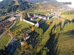 Mănăstirea Suceviţa - la Mănăstirea Sucevița. Turism Romania, Romania Travel, Bulgaria, Golf Courses, Dolores Park, Romania