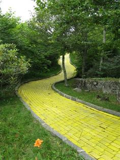 Yellow Brick Road in Beech Mountain, NC. Why haven't I heard about this???