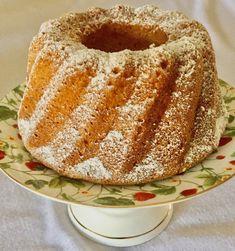 Babka z białek z jabłkiem Polish Recipes, Pumpkin Cheesecake, No Bake Desserts, Vanilla Cake, Doughnut, Food And Drink, Sweets, Breakfast, Ethnic Recipes