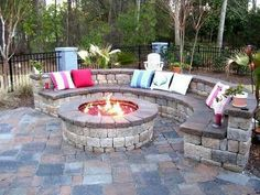 Wanting a DIY fire pit project? Take a look at these 13 Brilliant Fire Pit Landscaping Ideas. Great Outdoor fire pit ideas for outdoor living. Great for your patio or backyard. Cheap easy tips and FAQ answered. Diy Fire Pit, Fire Pit Backyard, Backyard Patio, Backyard Landscaping, Backyard Seating, Landscaping Ideas, Outdoor Seating, Nice Backyard, Backyard Fireplace