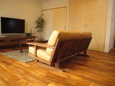 チーク材の床にウォールナット無垢材の家具でコーディネートした実例をご紹介します の画像|家具なび ~きっと家具から始まる家づくり~