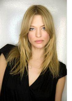Heike Makatsch, eine der erfolgreichsten und beliebtesten Schauspielerinnen Deutschlands, ist ab sofort die neue lokale Marken-Botschafterin für L'ORÉAL PARiS.