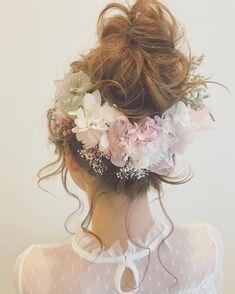 single... 9parts 7200yen バックスタイルも印象的に映る、ヘッドドレス singleサイズですが、1パーツ1パーツが凝っていて、ボリュームがあるので、充分なボリュームとインパクトです✨ vernal〜angel pink〜✨✨ 真っ白な雪の世界に咲き始める花のような… 寒さの中にも春を感じさせる繊細で儚げなヘッドドレスが出来ました❄️ ウォッシュ加工されたユーカリやストーべと、ラグラスやジュートファイバーなどの雪化粧をしたで素材で、冬の美しさを表現… そんな雪の世界に、 ポンポンポン…とサーモンピンク、ベビーピンク、モーブピンクなどの可憐な花が咲き始めます グレージュのローズやアジサイが大人っぽさを演出❣️ モーブピンクオーガンジーのリボンも織り込んで… 明日、2/3 12:00より販売開始致します❣️ #ウェディング#wedding#ウェディングヘア#ブライダル #bridal #ブライダルヘア #結婚式#結婚式ヘア#結婚式セット#結婚式準備#ヘアアレンジ #ヘアセット #プリザーブドフラワー #ヘッドドレス #プレ花嫁 #ウェディン...
