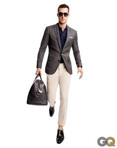 This combo of a dark brown blazer and beige chinos is a never-failing option when you need to look seriously stylish in a flash. Add black leather loafers to the equation for an added touch of style. Sport Pants, Sport Coat, Tan Pants, Blue Pants, Style Casual, Men Casual, Smart Casual, Casual Office, Casual Attire