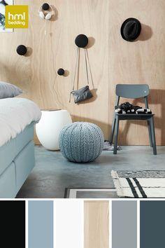 Voor meer tips, inspiratie en verfkleuren kijk je op onze website hmlbedding.nl Met veel blond hout, wit, lichte grijze tinten, natuurlijke materialen en vaak eenvoudige, organische vormen, heeft de Scandinavische stijl een rustige uitstraling. Daarom is deze stijl bij uitstek geschikt voor de slaapkamer.