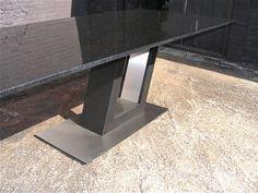 detailshot Z Tafel onderstel vooraanzicht, volledig op maat in diverse materialen leveraar.