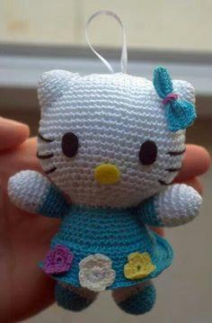 Ganchillo-Hello Kitty pequeña. Para usar de llavero, adorno para el coche, o lo que queramos.