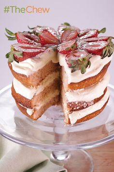 Yummy! ☺️ This Strawberry Lemon Layer Cake is a perfect light and simple dessert fit for any occasion! Recipe: