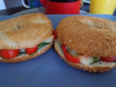 Sesame bagel with spinach, pepper and emmental