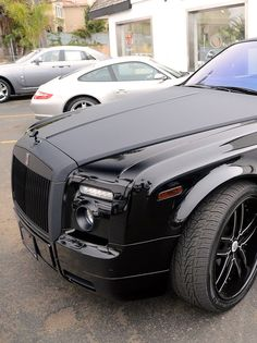 Rolls Royce with flat black hood and accents