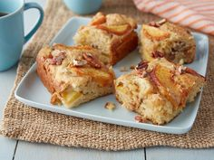 Fresh Peach Cake : Ina uses peaches and eggs from a local farm to make her cake, which is delicious served warm. She layers the fresh peaches, cinnamon sugar and batter, and tops it off with crunchy chopped pecans. via Food Network Köstliche Desserts, Delicious Desserts, Dessert Recipes, Picnic Recipes, Party Recipes, Picnic Ideas, Picnic Foods, Fruit Recipes, Food Cakes