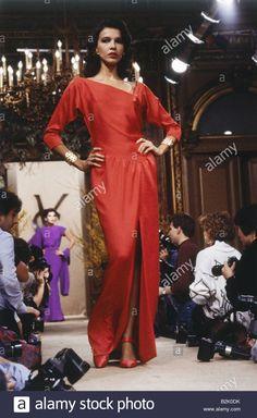 fashion, fashion show, Haute Couture, Paris, Yves Saint Laurent, summer collection 1986, model on catwalk, full length, Saint-La Stock Photo