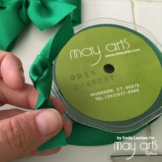 How To Make A Bow - Online Ribbon - May Arts RIbbon Learn how to make a beautiful bow using online ribbon from May Arts Ribbon! Ribbon Bow Tutorial, Hair Bow Tutorial, Fabric Flower Tutorial, Easy Hair Bows, Making Hair Bows, Girl Hair Bows, Bow Making, Diy Crafts Love, Wholesale Ribbon