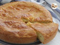 Direction le Pays Basque pour le dessert afin de déguster l'une des célèbres spécialités culinaires sucrées : le gâteau basque ! Ici nous l'avons garni d'une crème pâtissière à la vanille... Un dessert à tomber..!! - Recette Dessert : Gâteau basque, la...
