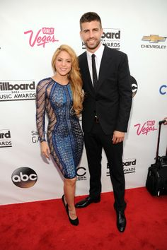 Singer Shakira arrives at the 2014 Billboard Music Awards at the MGM Grand Garden Arena on May 2014 in Las Vegas, Nevada. Celebrity Couples, Celebrity Dresses, Celebrity Style, Celebrity Photos, Hollywood Red Carpet, Hollywood Stars, Gerad Pique, Billboard Music Awards 2014, Shakira And Gerard Pique