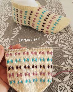 🌺🌺🌺🥀🥀🌹🌹🏵🏵🌸💐💐💐🌻🌻🌼🌼🌼🦋🦋🦋🐝🐝🐝🐜🐜🐞🐞🐞Soğuk kış günlerine inat bahar havası yaşatan sıcacık patigimle merhaba  Fiyat ve bilgi için dm lütfen . . No… Baby Knitting Patterns, Knitting Designs, Baby Patterns, Knitting Projects, Crochet Projects, Crochet Patterns, Crochet Baby, Knit Crochet, Knitted Slippers