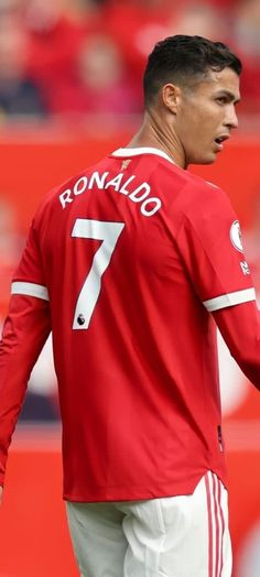 Foto Cristiano Ronaldo, Cristino Ronaldo, Ronaldo Football, Manchester United Legends, Ronaldo Wallpapers, Haircuts For Men, Football Players, Black Men, Soccer Ball