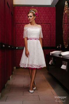 KüssdieBraut Modell Katy (mit dazu passendem Spitzenjäckchen und linkem Petticoat und Gürtel)