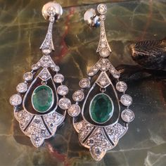 How about some fabulous vintage platinum emerald (2.79ct TW) diamond (3.68 TW) dangle earrings (2.25\ long) to ring in the New Year? Happy and Healthy New Year for 2018 !!! #platinumearrings#platinumemeralddiamonds#vintageemeralddiamond#emeralddiamondearrings#theantiqueguildva#antiquejewelryalexandriava#alexandriavaantiqueshop#oldtownalexandriava#alexandriava