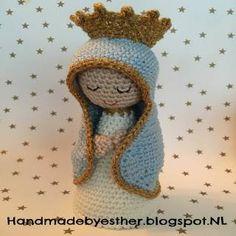 Handmade by E★: Madonnina NL-vertaling Handmade by E★: Madonnina NL-vertaling Crochet Diy, Crochet Crafts, Crochet Dolls, Crochet Projects, Crochet Christmas Ornaments, Christmas Crochet Patterns, Christmas Knitting, Amigurumi Doll, Amigurumi Patterns
