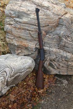 Love this cowboy gun. Henry Rifles, Lever Action Rifles, Black Labs, Forts, Guns And Ammo, Firearms, Fun Things, Hand Guns, Knives