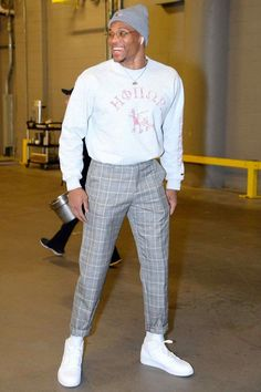 WHAT Honor the Gift sweatshirt Nike sneakers WHERE Arriving at an Oklahoma City Thunder vs. Denver Nuggets game in. Mode Streetwear, Streetwear Fashion, Nba Fashion, Fashion Fashion, Korean Fashion, Moda Blog, Vetement Fashion, Best Dressed Man, Stylish Mens Outfits