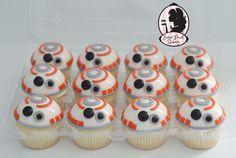 BB8 cupcakes. Starwars see more at www.facebook.com/sugarpearlbakery or www.sugarpearlbakery.com Bolo Star Wars, Star Wars Food, Star Wars Cake, Star Wars Party, Star Wars Wedding, Mini Cakes, Cupcake Cakes, Bb8 Cake, Aniversario Star Wars