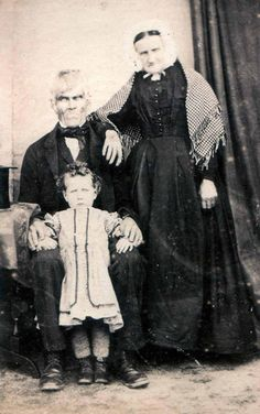 24 Creepy Vintage Photos That Will Haunt Your Dreams - The real Munsters?